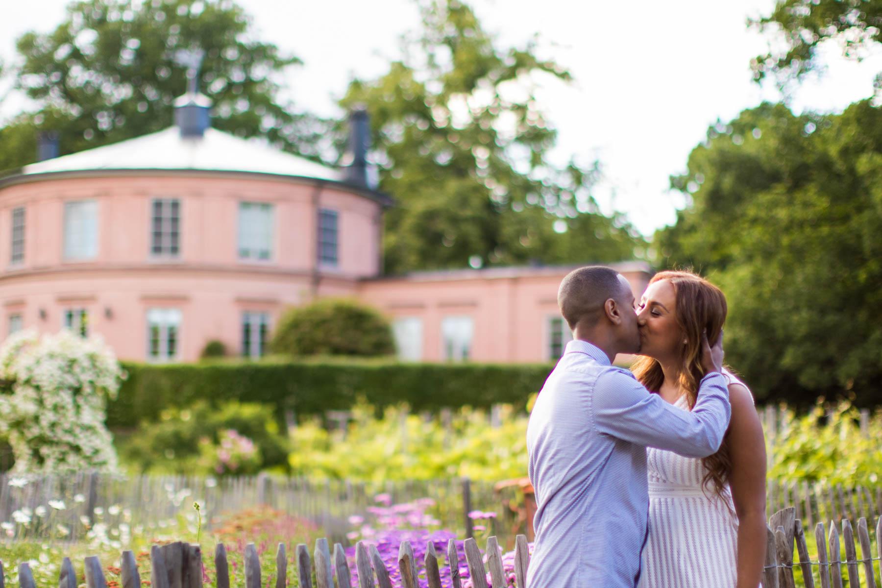 <span>Bröllopsfotograf Stockholm</span>Förlovning, Rosendals Slottsträdgård